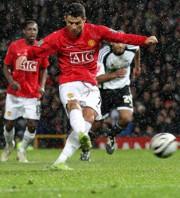 Cristiano Ronaldo értékesíti a United büntetőjét