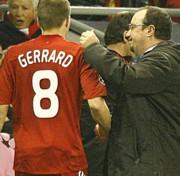 Steven Gerrard és Rafa Benítez