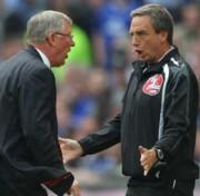 Sir Alex Ferguson a negyedik játékvezetővel veszekszik